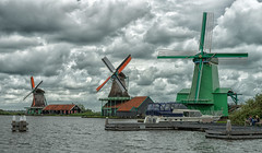Zaanse Schans II - Holanda (bervaz) Tags: holland water windmill clouds agua sony nederland nubes netherland holanda carlzeiss 2470mm molinosdeviento carlzeisssonnart 2470mmf28zassm slta99v