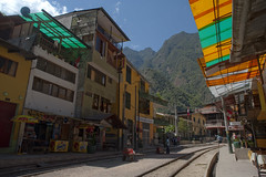 Back to Aguas Caliente (Bahanick (Nxt Up: the trip to Machu)) Tags: park camera original light white black art alpaca nature colors up look machu inca cuzco composition contrast train work trek dark de for site reflex amazon rainforest raw foto with arte bright image lima good cusco poor picture shapes dirty per pichu trail national saturation su lama visual manu emotions per curiosity colori con luce madre disease outskirts dios forme archeological sensation riflesso composizione ande scuro sensazioni immagine emozioni chiaro tonality visivo