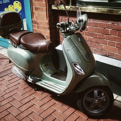 Sweet Ride #scooter #vespa #moto #iphone #mobil #ireland (Costa Rica Bill) Tags: ireland vespa mobil scooter moto iphone