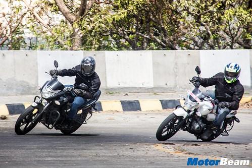 Honda-Unicorn-150-vs-Bajaj-V15-05