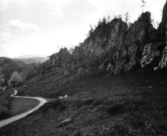 Groer Pfahl, Viechtach (str.ainer) Tags: color rock bayern linhof ilford fp4 felsen bayerischerwald pfahl technika quarz groser viechtach moerschefd multigradeclassic