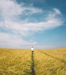 Alone (Csar Ovalle) Tags: blue sky man field barley yellow azul canon way alone path cu amarelo trail campo homem caminho ovalle trilha 6d sozinho cesinha csarovalle cevada cesarovalle