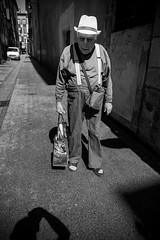 Trilby (Txipi Art'z) Tags: street city bw white black shoot fuji candid streetphotography social human instant streetphoto monochrom xpro2 xsries