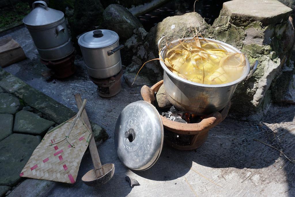 "Indonesian Muslim Holiday Traditions: ""Ketupat"""