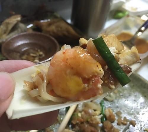 เอาผัดไทมาทำแบบพอดีคำแบบนี้ก็อร่อยดีนะ #ตะลอนกิน #talongin #ตะลอนทีวี #talonTV #foodie