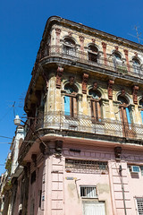 A Crumbling Past - Havana (Tom Peddle) Tags: building havana cuba habana derelict crumbling