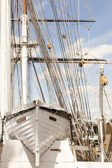 Aft, looking forward | Cutty Sark - 24 (Paulo Dykes) Tags: uk yards england london clyde boat ship greenwich wideangle cuttysark masts nationalmaritimemuseum rigging clipper sailingship 1869 teaclipper poopdeck blockandtackle copperbottomed jockwillis