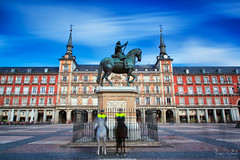 Encuentro de pocas (Plaza Mayor, Madrid) (Dominic Dhncke) Tags: madrid longexposure espaa horse canon caballo spain nd plazamayor dominic 24105l 5dmarkii daehncke dhncke