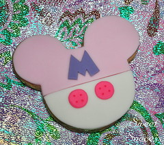Minnie Mouse Cookie (sweetsuccess888) Tags: cookies souvenir gift giveaway minniemouse dessertbar sweetsuccess designercookies customizedcookies handcraftedcookies