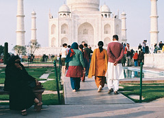 (Julie Stutzman) Tags: street travel india color film analog 35mm photography spring asia northwest taj mahal agra tourists february nikkormat