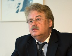 "Elmar Brok, Chair of the Foreign Affairs Committee on Syria: ""We have many reasons to be concerned"" (European Parliament) Tags: brussels nikon europa europe european belgium political union eu bruxelles parliament leader session parlament parlement ep citizens parlamento plenary europen euroepan europeu parlamentul parlamentet europas europeo europos euroopan europisches europejski 2013 parlamentas parlaments eurpai d700 parlamentti parlamente euroopaparlament eurostudio ewropeweuropees europsk parlamentil parlaimintn aheorpa vropski"