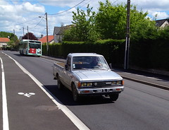 Nissan Datsun pick up de 1992 1668 TL 37 - 16 mai 2013 (Rue de la Douzillere - Joue-les-Tours) (Padicha) Tags: auto new old bridge france water grass car station electric truck river french coach ancient automobile eau indre may police voiture ruine cher rest former 37 nouveau et loire quai franais nouvelle vieux herbe vieille ancienne ancien fleuve nationale vehicule lectrique reste gendarmerie gazon indreetloire franaise pave nouveaut vhicule utilitaire restes vgtalise letramdetours padicha