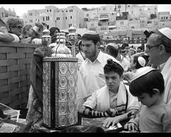 La Torah (amarycandream) Tags: israel jerusalem religion bn torah tora judio judaismo rollos leydemoises