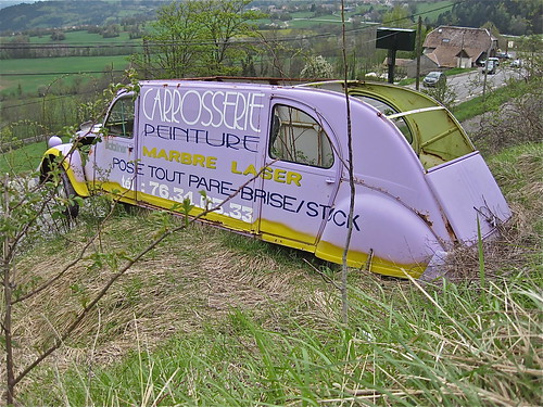 Stretched 2CV billboard