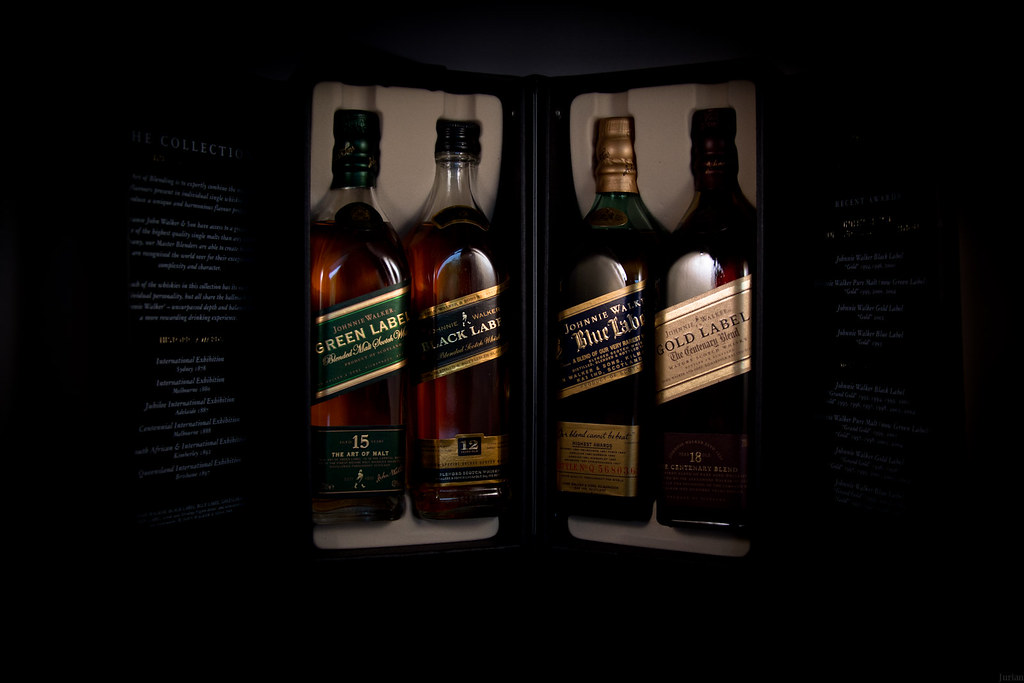 cc8e22ebea16 Johnnie Walker The Collection (Jur 1989) Tags  blue black green gold label  collection