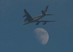 Blue Sky Moon Tours 18 June 2013 (Sculptor Lil) Tags: moon london plane astrophotography waxinggibbous singaporeairlines dslrsingleexposure