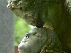 DSC_1339a (Fransois) Tags: love cemetery statue montréal amour cimetière notredamedesneiges côtedesneiges