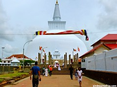 "Templos de Anuradhapura • <a style=""font-size:0.8em;"" href=""http://www.flickr.com/photos/92957341@N07/9166325130/"" target=""_blank"">View on Flickr</a>"