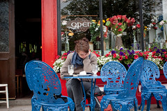 Treats at Knightstown coffee & book shop (Paul Patras) Tags: coffee café island reading outdoor books seating mariana valentia knightstown