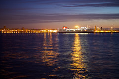 Liverpool (zanettifoto) Tags: england liverpool sonnenuntergang hafen fluss schiff merseyside gbr reisefotografie hafenstadt wolkenhimmel nachtaufnahme11400