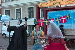L1004250_v1 (Sigfrid Lundberg) Tags: woman man lund men actors skne theatre sweden flag flags actress actor sverige teater stortorget zm kvinna flaggor dannebrogen csonnart1550 zeiss50mmf15csonnarzm niondeinseglet theninthseal