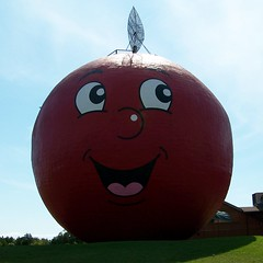 The Big Apple (Will S.) Tags: ontario canada roadsideattraction roadsideattractions bigapple mypics canadiana quinte anotherroadsideattraction thebigapple colborne bigobjects bigobject quinteregion largeroadsideattraction largeroadsideattractions bigroadsideattraction bigroadsideattractions giantroadsideattraction giantroadsideattractions colborneontario quintearea largeroundandred