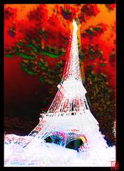 La Tour Eiffel comme vous ne l'avez jamais vue. (mamnic47 - Over 6 millions views.Thks!) Tags: paris toureiffel img8683 effetphotoshop effetsdelumires