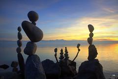 Rockbalancing - Steinbalancen (Heiko Brinkmann) Tags: sunset sonnenuntergang bodensee säntis equilibrio rockbalancing lakeconstance stonebalancing lagodicostanza steinmännle steinskulpturen langenargenmalereck steineimgleichgewicht