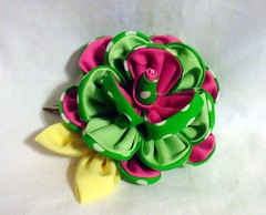 green_and_pink_rose_hairclip_by_eruwaedhielelleth-d5wwst7 (EruwaedhielElleth) Tags: flowers hair japanese pin clip maiko ornament fabric hana geisha accessories folded tsumami kanzashi zaiku imlothmelui