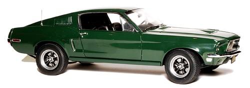 AutoArt Mustang GT390 Steve McQueen