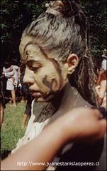 Una belleza rapa núi, Miriam Pakarati Gula, Psicopedagoga del Liceo Lorenzo Baeza, preparándose para una actividad de la Tapati Rapa Núi, miércoles 20 de febrero 2002.