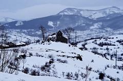 Mirando al cielo (Jesus_l) Tags: espaa europa nieve iglesia palencia santibezderesoba jesusl