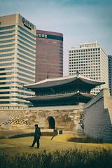 Ephemere 50 (lunecoree) Tags: architecture 35mm canon eos sigma korea seoul coree namdaemun 30d