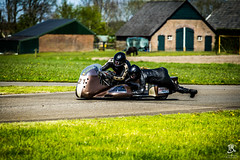 They See me Rolling (Tristan Roebersen) Tags: camera sun green me girl look grass bike wheel yellow tristan canon flow eos see check cool nice afternoon looking with floor good vet awesome side go helmet bikes ground ring dirt they motor circuit epic chill rolling 47 sidecar wheelie dips cornor asfalt 2016 varssel varsselring 1200d roebersen sidebikes