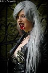 Vampir / Vampire (R.O. - Fotografie) Tags: sexy leather lumix blood rivets outdoor vampire bra gothic goth fake panasonic fz 1000 leder dmc fakeblood vampir fetisch churchruin kunstblut kirchruine vampirshooting fz1000 nietenbh dmcfz1000 vampireshooting