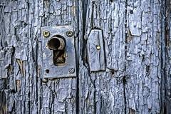 La huella del tiempo (Ignacio M. Jimnez) Tags: door old blue espaa azul spain puerta time lock viejo ciudadreal cerradura castillalamancha argamasilladealba macromondays