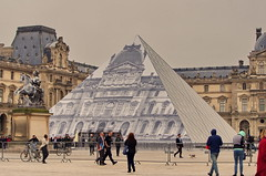 Paris Juin 2016 - 101 JR a fait disparatre la pyramide duLouvre (paspog) Tags: paris france louvre jr pyramide pyramidedulouvre