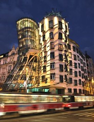 Tanc dm veer (fewpictures4u) Tags: city modern lights gehry eveninglight praguedancinghousefredandgingerarchitecture