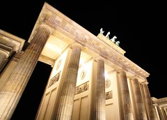 The Brandenburg Gate (L. Felipe Castro) Tags: door city berlin germany gate photographer portão capital tor brandenburg berlim alemanha fotografo luizfelipecastro luizfelipedasilvadecastro