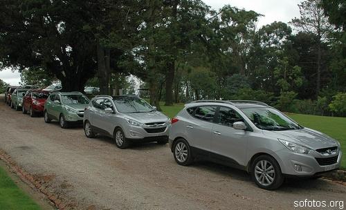 Vários automóveis Hyundai ix35