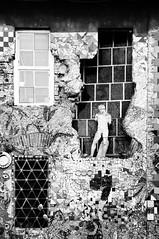 Forme e Gradazioni (bebo82) Tags: blackandwhite bw window statue tile pentax finestra ljubljana statua biancoenero piastrelle lubiana pentaxk20d pentaxk20