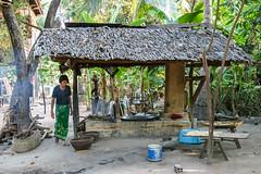 Kambodscha - Kuche - IMG_0866- Canon EOS10D (irisisopen f/8 >3Mio) Tags: digital canon eos reisen asien sdostasien menschen 10d motive frau farbe eos10d kochstelle