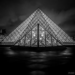 Pyramides au carr (RVBO) Tags: paris nb nuit lelouvre