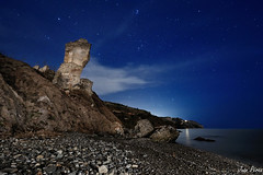 Playa de la Alberquilla (J.M. Prez) Tags: sky espaa costa holiday azul night noche coast mar spain playa paisaje andalucia cielo nocturna costadelsol malaga estrella paraiso vacaciones nerja maro axarquia sigma1020 orin nikond90 plyades maglite3d coastofsun playaalberquilla