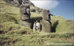 Isla de Pascua. Volcán Rano Raráku. Con Ana Rosa, febrero de 2000.