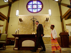 04-04-2014 Governor Bentley tours Holy Family Catholic School in Huntsville