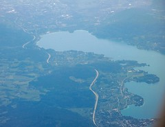 Wrthersee and Klagenfurt from the air, Austria (Paul McClure DC) Tags: austria sterreich scenery krnten carinthia fromtheair klagenfurt wrthersee worthersee celovec may2016