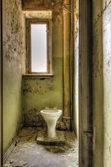 20160327-FD-flickr-0003.jpg (esbol) Tags: bad badewanne sink waschbecken bathtub dusche shower toilette toilet bathroom kloset keramik ceramics pissoir kloschüssel urinals