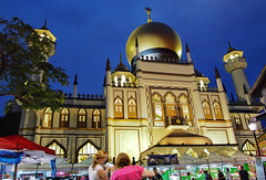 The Sultan Mosque, Singapore (williamcho) Tags: singapore restaurants mosque muslims prayers nationalmonument attraction placeofworship sultanmosque bazaaar