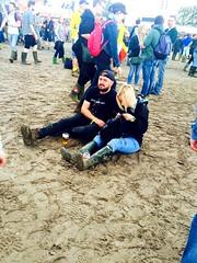 """S'assoir en attendant """"the black box rvlation """" (fourmi_7) Tags: music beer festival rock belgium belgique drink atmosphere scene gathering fatigue groupe musique werchter attente inconnus festivant"""